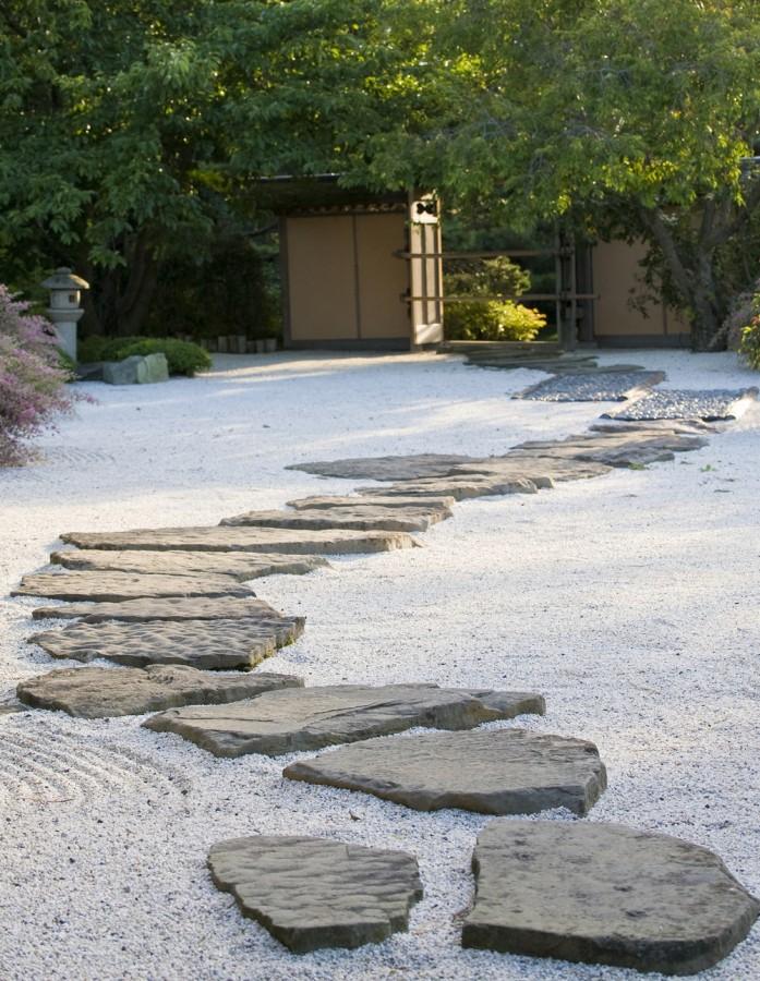 14.kameny v písku - inspirace japonskými zahradami